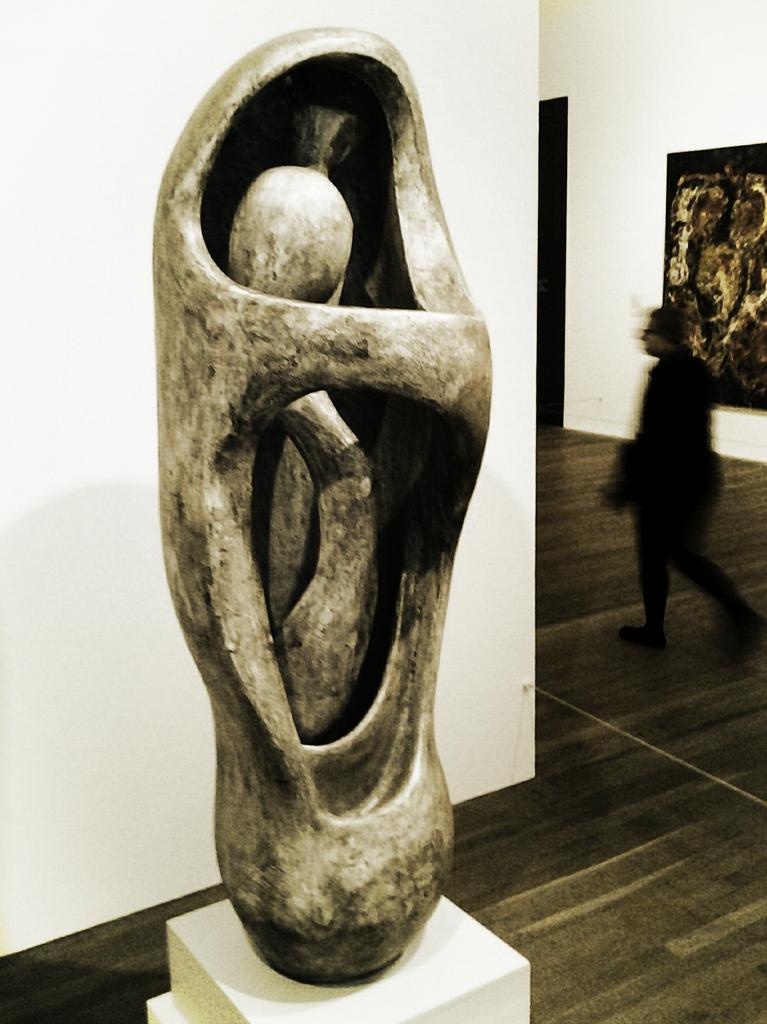 Art - Henry Moore, Upright Internal-External Form
