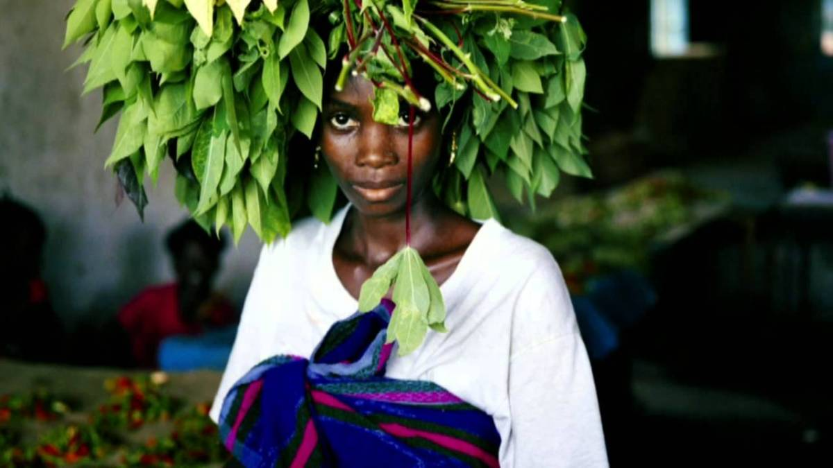 Photography - Hetherington, woman w leaves