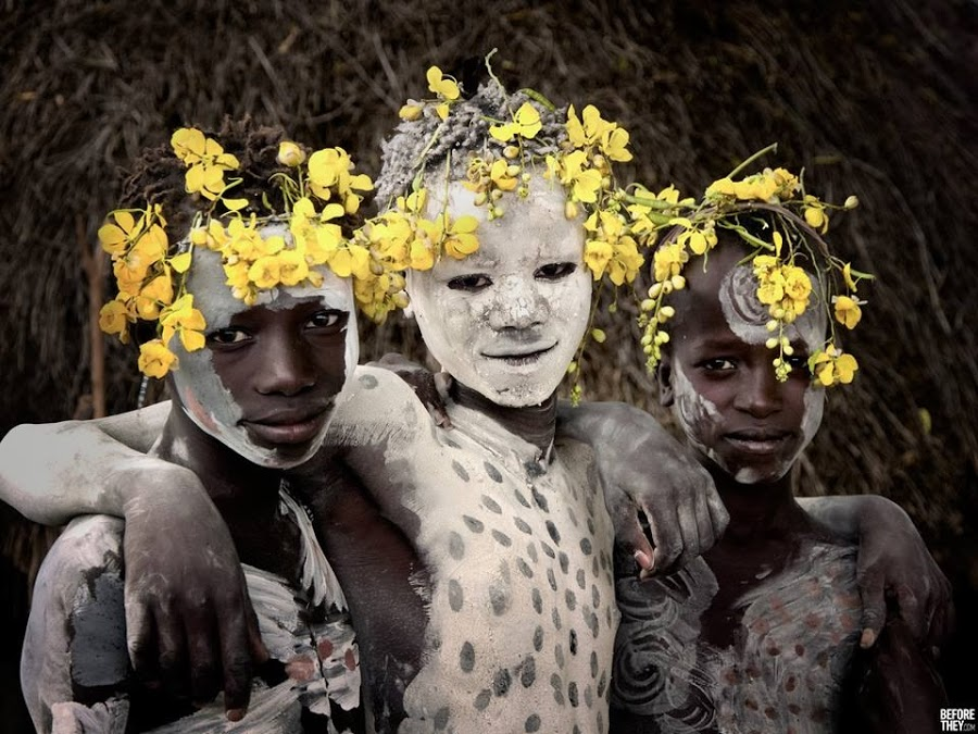 Photography - Jimmy Nelson, white face mask