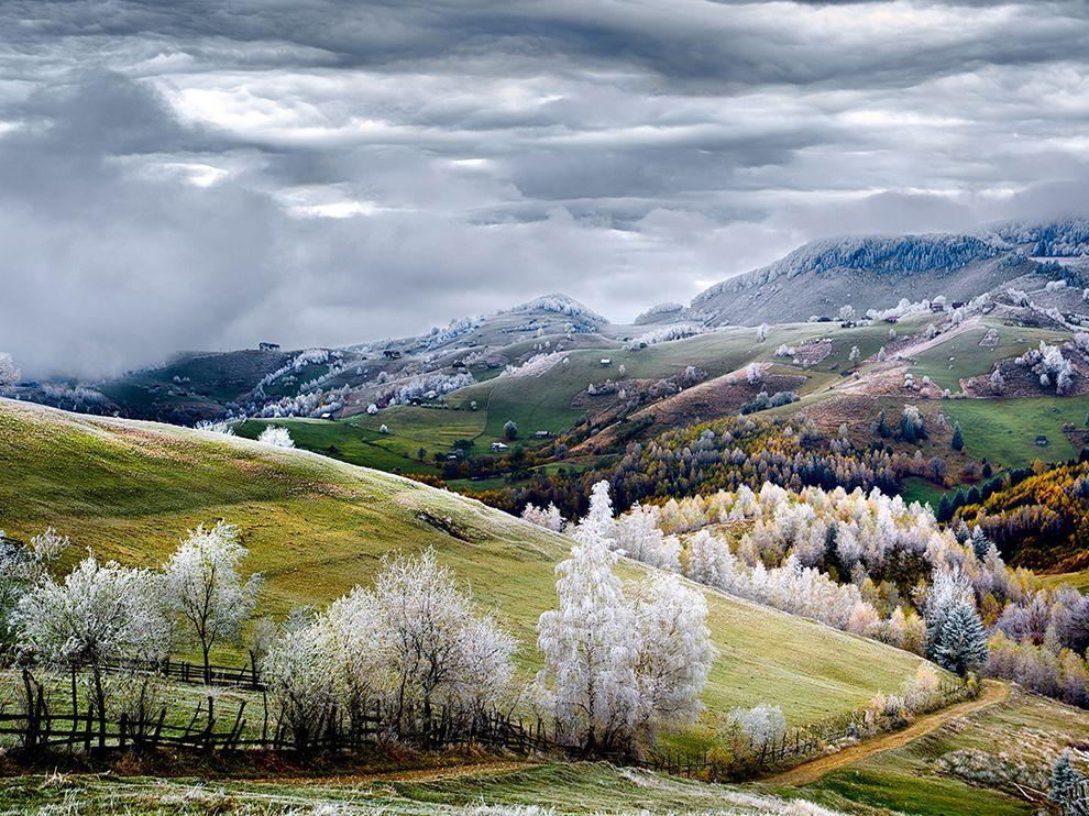 Tumblr - hoarfrost-romania-pestera-winter_86228_990x742